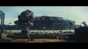 Twizzlers TV Spot, 'Independence Day: Resurgence - Base Repair' - Thumbnail 1