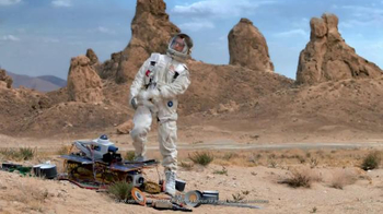 2016 Toyota RAV4 Hybrid TV Spot, 'Mars' Featuring James Marsden - Thumbnail 5