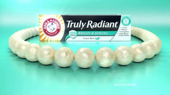 Arm and Hammer Truly Radiant Bright & Strong TV Spot, 'Strength and Beauty' - Thumbnail 5