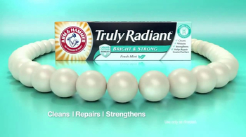 Arm and Hammer Truly Radiant Bright & Strong TV Spot, 'Strength and Beauty' - Thumbnail 6