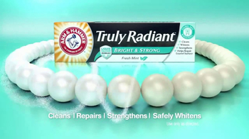 Arm and Hammer Truly Radiant Bright & Strong TV Spot, 'Strength and Beauty' - Thumbnail 7