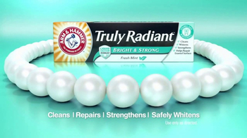 Arm and Hammer Truly Radiant Bright & Strong TV Spot, 'Strength and Beauty' - Thumbnail 8