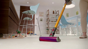 Dyson V8 TV Spot, 'Cord-Free. Hassle-Free.'
