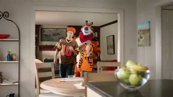 Cinnamon Frosted Flakes TV Spot, 'Victory' - Thumbnail 4