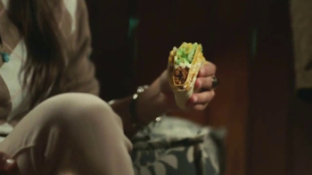 Taco Bell $5 Cravings Deal TV Spot, 'Obtén todo lo que quieres' [Spanish] - Thumbnail 6