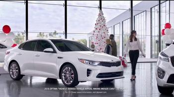 Kia Holidays on Us Sales Event TV Spot, 'Snowflake Gift' - Thumbnail 5