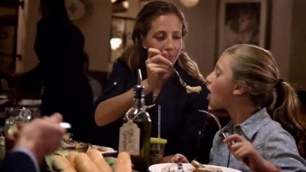 Olive Garden Compra Uno, Lleva Otro TV Commercial, 'Delicioso como hoy'