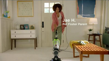 Bissell Pet Hair Eraser Vacuum TV Spot, 'Home With the Pets' - Thumbnail 3