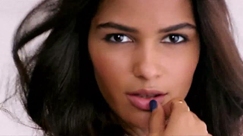 Maybelline New York Fit Me! Matte + Poreless Foundation TV Spot, 'Fit' - Thumbnail 5