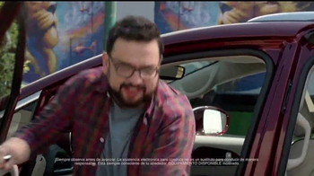 Chrysler Liquidación de Verano TV Spot, 'Fun Uncle' [Spanish] - Thumbnail 6