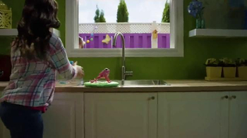 Little Live Pets Lil' Frog TV Spot, 'Dive on In' - Thumbnail 4