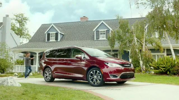 2017 Chrysler Pacifica TV Spot, 'Stow 'n Go' Featuring Jim Gaffigan