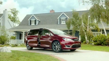 2017 Chrysler Pacifica TV Spot, 'Stow 'n Go' Featuring Jim Gaffigan - Thumbnail 3