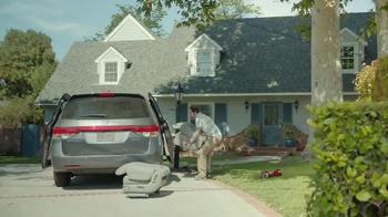 2017 Chrysler Pacifica TV Spot, 'Stow 'n Go' Featuring Jim Gaffigan - Thumbnail 8