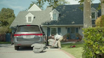 2017 Chrysler Pacifica TV Spot, 'Stow 'n Go' Featuring Jim Gaffigan - Thumbnail 9