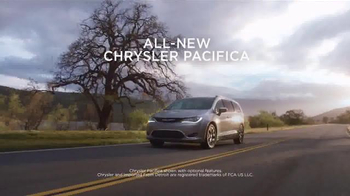 2017 Chrysler Pacifica Summer Clearance Event TV Spot, 'Discover' - Thumbnail 1
