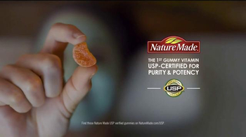 Nature Made Vitamin C Adult Gummies TV Spot, 'Seaweed Wrap' - Thumbnail 4