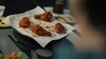 Buffalo Wild Wings TV Spot, '21 Flavors & Spices: Bite the Bullet' - Thumbnail 4