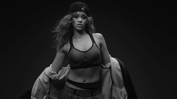 Rihanna Trains for Platinum thumbnail