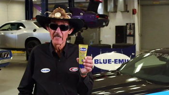 Blue-Emu Pain Relief Spray & Pain Relief Cream TV Spot, 'The King' - Thumbnail 7