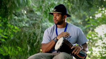 Alaska Airlines TV Spot, 'Drum Circle' Featuring Russell Wilson - Thumbnail 7