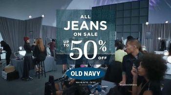 Old Navy TV Spot, 'Happy Pants' Featuring Julia-Louis Dreyfus - Thumbnail 6