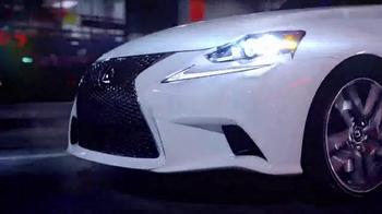 Lexus IS TV Spot, 'El jefe de discoteca' [Spanish] - Thumbnail 2