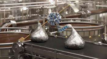Hershey's Kisses TV Spot, 'Sentimientos y besos' [Spanish] - Thumbnail 3