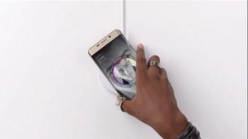 Samsung Wireless Charging TV Spot, 'It's Not a Phone, It's a Galaxy' - Thumbnail 4