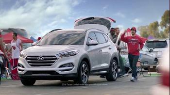 2016 Hyundai Tuscon TV Spot, 'NFL Sponsorship: D-Gate' - Thumbnail 8