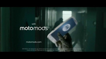 Motorola Moto Z Droid TV Spot, 'Zombie Escape' - Thumbnail 10