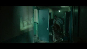 Motorola Moto Z Droid TV Spot, 'Zombie Escape' - Thumbnail 5