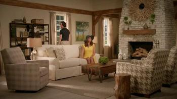 La-Z-Boy TV Spot, 'As the Room Turns: Sofa' Featuring Brooke Shields - Thumbnail 8