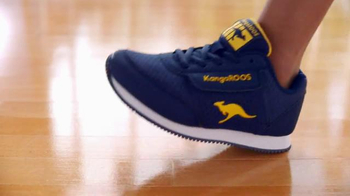 Payless Shoe Source Oferta Regreso a Clases TV Spot, 'KangaROOS' [Spanish] - Thumbnail 5