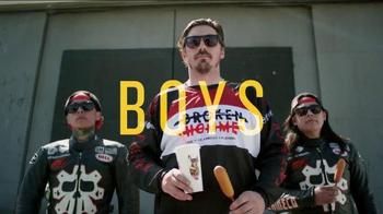 Wienerschnitzel Crowd Pleasers TV Spot, 'The Whole Crew' - Thumbnail 3