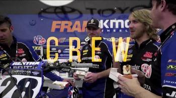Wienerschnitzel Crowd Pleasers TV Spot, 'The Whole Crew' - Thumbnail 5
