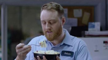 DEVOUR White Cheddar Mac & Cheese with Bacon TV Spot, 'Lunch Spank' - Thumbnail 2