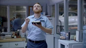 DEVOUR White Cheddar Mac & Cheese with Bacon TV Spot, 'Lunch Spank'