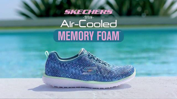 SKECHERS Air-Cooled Memory Foam TV Spot, 'Pool' Featuring Kelly Brook - Thumbnail 9