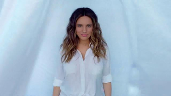 SKECHERS Air-Cooled Memory Foam TV Spot, 'Pool' Featuring Kelly Brook - Thumbnail 4