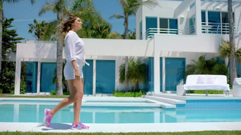 SKECHERS Air-Cooled Memory Foam TV Spot, 'Pool' Featuring Kelly Brook - Thumbnail 5