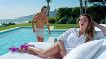 SKECHERS Air-Cooled Memory Foam TV Spot, 'Pool' Featuring Kelly Brook - Thumbnail 7