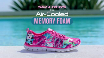 SKECHERS Air-Cooled Memory Foam TV Spot, 'Pool' Featuring Kelly Brook - Thumbnail 8