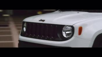 2016 Jeep Renegade TV Spot, 'The Vehicle of Summer' Song by Morgan Dorr - Thumbnail 2