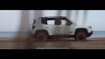2016 Jeep Renegade TV Spot, 'The Vehicle of Summer' Song by Morgan Dorr - Thumbnail 5