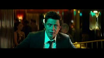 Heineken TV Spot, 'La mirada' con Benicio del Toro [Spanish] - Thumbnail 1