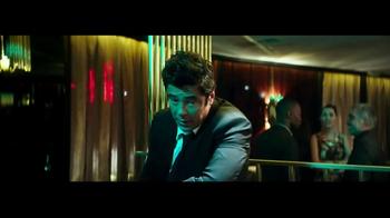 Heineken TV Spot, 'La mirada' con Benicio del Toro [Spanish] - Thumbnail 8