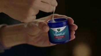 Vicks VapoRub TV Spot, 'Fight It' - Thumbnail 7