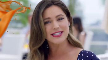 SKECHERS WORK Slip-Resistant TV Spot, 'Toma dos' con Kelly Brook [Spanish] - Thumbnail 6