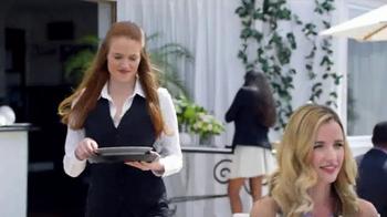 SKECHERS WORK Slip-Resistant TV Spot, 'Toma dos' con Kelly Brook [Spanish] - Thumbnail 7